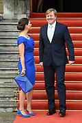 Koning Willem-Alexander en kroonprinses Victoria van Zweden zijn bij de viering van het 20-jarig jubileum van de inwerkingtreding van het Verdrag Chemische Wapens (CWC) en de oprichting van de Organisatie voor het Verbod van Chemische Wapens (OPCW). De ceremonie vond plaats in de Ridderzaal in Den Haag. <br /> <br /> King Willem-Alexander and Crown Princess Victoria of Sweden are celebrating the 20th anniversary of the entry into force of the Chemical Weapons Convention (CWC) and the establishment of the Organization for the Prohibition of Chemical Weapons (OPCW). The ceremony took place in the Ridderzaal in The Hague.<br /> <br /> Op de foto / On the photo:  Koning Willem-Alexander en kroonprinses Victoria van Zweden /// King Willem-Alexander and Crown Princess Victoria of Sweden