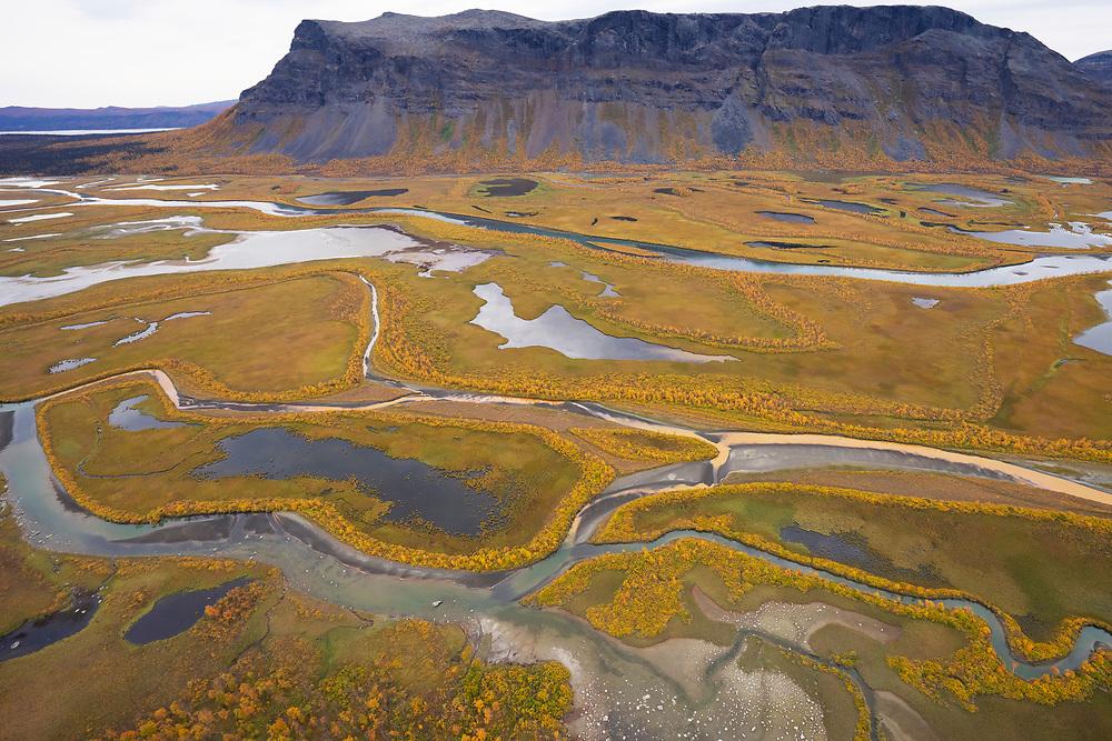 Rapa valley river, Rapaätno, with Tjakkeli mountain in background Sarek National Park, Laponia Unesco World Heritage Site, Norrbotten, Lapland, Sweden
