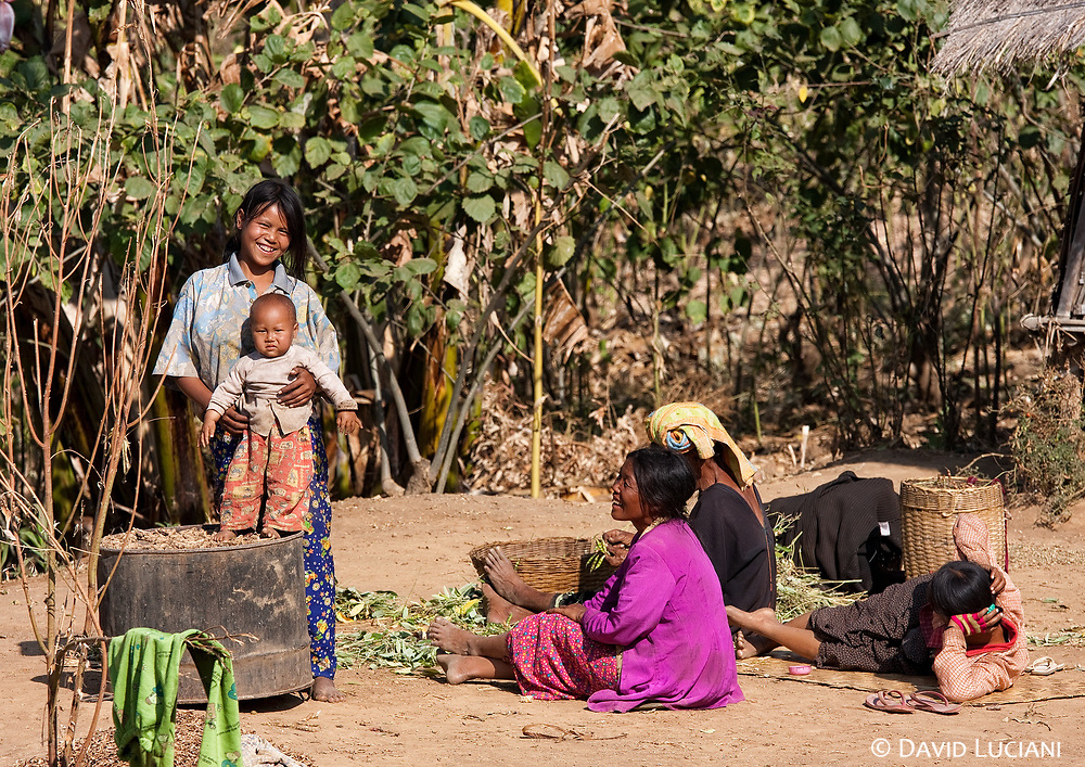 After spending a few days in Nyaung Shwe we decided to trek up to the Shan Hill villages for two or three days. On our first day we met a lot of friendly people and we were very motivated on the way up to the top of the Hill... which we never reached ...