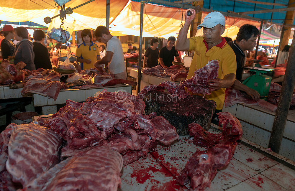 Cutting meat at Tomohon extreme market, Minahasa, north Sulawesi, Indonesia.