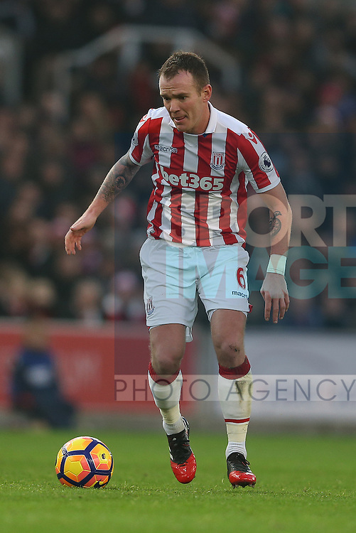 Glenn Whelan of Stoke City during the English Premier League match at the Bet 365 Stadium, Stoke on Trent. Picture date: December 17th, 2016. Pic Simon Bellis/Sportimage