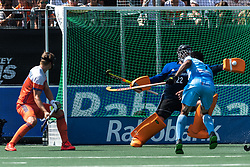 (L-R) Floris Wortelboer of The Netherlands, goalkeeper Sam van der Ven of The Netherlands, Manpreet Singh of India during the Champions Trophy match between the Netherlands and India on the fields of BH&BC Breda on June 30, 2018 in Breda, the Netherlands