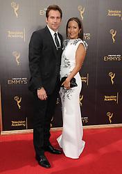 Robb Derringer, Carrie Anne Inaba bei der Ankunft zur Verleihung der Creative Arts Emmy Awards in Los Angeles / 110916 <br /> <br /> *** Arrivals at the Creative Arts Emmy Awards in Los Angeles, September 11, 2016 ***