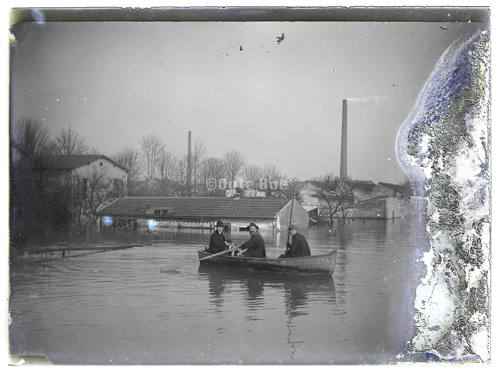 evacuation during flooding of the Seine River, Paris January 1910
