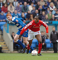 Photo. Leigh Quinnell.  Reading v Nottingham Forest Coca Cola championship. 16/04/2005. Nottingham Forests Darryl Powell breaks away from Readings Dave Kitson.