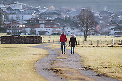 THEMENBILD - ein älteres Paar mit Nordic Walking Stöcke beim spazieren gehen, aufgenommen am 17. Novemeber 2020 in Kaprun, Österreich // an elderly couple with Nordic Walking poles going for a walk, Kaprun, Austria on 2020/11/17. EXPA Pictures © 2020, PhotoCredit: EXPA/ JFK
