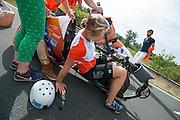 Op de A270 tussen Helmond en Nuenen test het HPT de VeloX V. In september wil het Human Power Team Delft en Amsterdam, dat bestaat uit studenten van de TU Delft en de VU Amsterdam, een poging doen het wereldrecord snelfietsen te verbreken, dat nu op 133,8 km/h staat tijdens de World Human Powered Speed Challenge.<br /> <br /> With the special recumbent bike the Human Power Team Delft and Amsterdam, consisting of students of the TU Delft and the VU Amsterdam, also wants to set a new world record cycling in September at the World Human Powered Speed Challenge. The current speed record is 133,8 km/h.