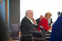 DEU, Deutschland, Germany, Berlin, 28.04.2021: Bundesinnenminister Horst Seehofer (CSU) in der Bundespressekonferenz zum Thema Zwischenbilanz zur Umsetzung der Maßnahmen der Politik für gleichwertige Lebensverhältnisse in der 19. Legislaturperiode.