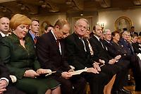 09 FEB 2003, BERLIN/GERMANY:<br /> Johannes Rau (3.v.L.), Bundespraesident, und Ehefrau Christina Rau (4.v.L.), sowie Wladimir Putin (2.v.L.), Praesident Russische Foerderation, und Ehefrau Ludmila Putina (L), waehrend der Eroeffnung der Deutsch-Russischen Kulturbegegnungen, Konzerthaus am Gendarmenmarkt<br /> IMAGE: 20030209-01-020<br /> KEYWORDS: Bundespräsident, Präsident, Gattin, Politikerfrau, Russische Förderation, Russland