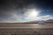 Damjan Zubovnik is onderweg bij de kwalificaties. In Battle Mountain (Nevada) wordt ieder jaar de World Human Powered Speed Challenge gehouden. Tijdens deze wedstrijd wordt geprobeerd zo hard mogelijk te fietsen op pure menskracht. Ze halen snelheden tot 133 km/h. De deelnemers bestaan zowel uit teams van universiteiten als uit hobbyisten. Met de gestroomlijnde fietsen willen ze laten zien wat mogelijk is met menskracht. De speciale ligfietsen kunnen gezien worden als de Formule 1 van het fietsen. De kennis die wordt opgedaan wordt ook gebruikt om duurzaam vervoer verder te ontwikkelen.<br /> <br /> Damjan Zubovnik is on his way at the qualifications. In Battle Mountain (Nevada) each year the World Human Powered Speed Challenge is held. During this race they try to ride on pure manpower as hard as possible. Speeds up to 133 km/h are reached. The participants consist of both teams from universities and from hobbyists. With the sleek bikes they want to show what is possible with human power. The special recumbent bicycles can be seen as the Formula 1 of the bicycle. The knowledge gained is also used to develop sustainable transport.