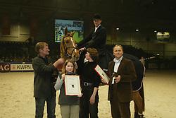 No Time, Paard vh Jaar met fokkre en eigenaar<br />KWPN hengstenkeuring 2003<br />Photo © Dirk Caremans
