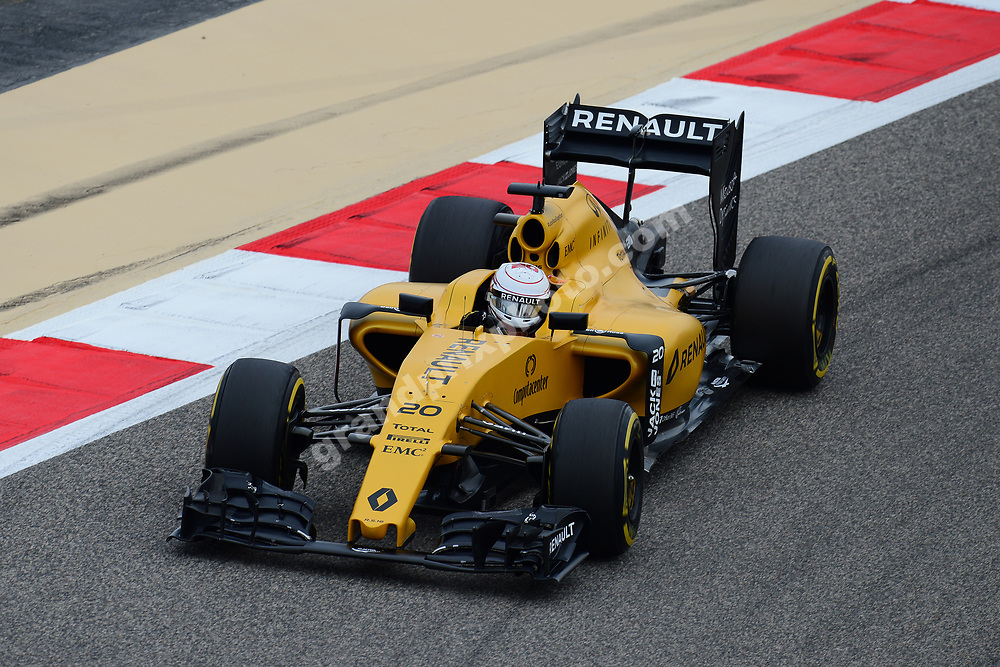 Kevin Magnussen (Renault) during practice before the 2016 Bahrain Grand Prix. Photo: Grand Prix Photo