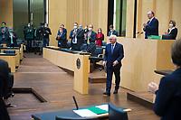 DEU, Deutschland, Germany, Berlin, 12.02.2021: Bundespräsident Frank-Walter Steinmeier nach seiner Ansprache bei der 1000. Plenarsitzung des Bundesrats. Aufgrund der Pandemie müssen alle Teilnehmer medizinische Masken bzw. FFP-2 Masken tragen.