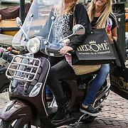 NLD/Volendam/20140626 - 100%NL magazine bestaat 5 jaar, Monique Smit met Alice Buijs op de scooter