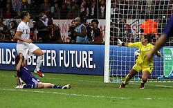 17-07-2011 VOETBAL: FIFA WOMENS WORLDCUP 2011 FINAL JAPAN - USA: FRANKFURT<br /> Tor zum 1:1 Ausgleich durch Aya Miyama (JPN) , Torh¸terin Hope Solo (USA) kann es nicht verhindern <br /> ***NETHERLANDS ONLY***<br /> ©2011-FRH- NPH/Hessland
