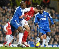 Photo: Ed Godden.<br /> Chelsea v Arsenal. The Barclays Premiership. 10/12/2006.<br /> Arsenal's Robin Van Persie (centre), advances forward.
