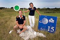 ZANDVOORT - Koen Hemmes en Saskia Goeman Borgesius, vrijwilligers van de Kennenmer GC. Zij zijn belast met de organisatie mbt de marshalls tijdens het Open. Veel touw, bordjes e.a. COPYRIGHT KOEN SUYK