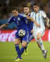 140615 Argentinas Angel Di Maria och Bosnia Muhamed Besic under fotbollsmatchen mellan Argentina och Bosnia under Fotballs-VM den 15 juni 2014<br /> Norway only