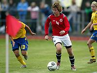 Fotball<br /> Landskamp J15/16 år<br /> Tidenes første landskamp for dette alderstrinnet<br /> Sverige v Norge 1-3<br /> Steungsund<br /> 11.10.2006<br /> Foto: Anders Hoven, Digitalsport<br /> <br /> June Holter - Fart / Norge