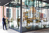 Koning opent tentoonstelling De Gouden Koets