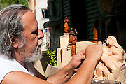 Ponte Nova_MG, Brasil...Artista produzindo santos artesanais em seu atelier na sede da cidade de Ponte Nova...The artist producing crafts saints in his atelier at the in  Ponte Nova...Foto: BRUNO MAGALHAES / NITRO