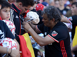 October 22, 2017 - Washington, DC, USA - 20171022 - Former D.C. United player and fan favorite MARCO ETCHEVERRY signs autographs following the D.C. United Legends match at RFK Stadium in Washington. (Credit Image: © Chuck Myers via ZUMA Wire)
