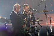 Frontmann Francis Rossi (li.) und Drummer Leon Cave von der britischen Rockband «Status Quo» bei der «Silvestershow 2019» mit Jörg Pilawa & Francine Jordi in der Baden-Arena, Messe Offenburg.