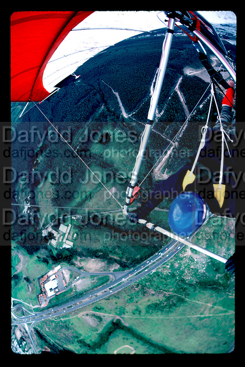 Hang gliding over Quito, the capital of Ecuador. October 1984 *** Local Caption *** -DO NOT ARCHIVE-© Copyright Photograph by Dafydd Jones. 248 Clapham Rd. London SW9 0PZ. Tel 0207 820 0771. www.dafjones.com.