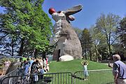 Nederland, Nijmegen, 10-4-2011 10 meter hoog konijn in het Valkhofpark. Een jaar mag het beest gebouwd uit 12.000 plankjes en 36000 schroeven in het park staan. Ontwerper, kunstenaar Florentijn Hofman. Foto: Flip Franssen/Hollandse Hoogte