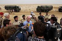 10 DEC 2004, ABU DHABI/UNITED ARAB EMIRATES:<br /> Peter Struck, SPD, Bundesverteidigungsminister, gibt ein kurzes Pressestatement, im Rahmen eines Besuches das Ausbildungskommandos der Bundeswehr fuer irakische Soldaten bei Abu Dhabi<br /> IMAGE: 20041210-01-052<br /> KEYWORDS: Reise, Vereinigte Arabische Emirate, VAE, UAE, Gespräch, Journalisten, Journalist, Mikrofon, microphone