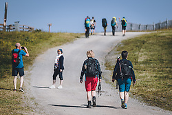 THEMENBILD - Touristen in den Bergen auf der Schmittenhöhe. Ein beliebtes Ausflugsziel für Wanderer, aufgenommen am 30. Juli 2020, Zell am See, Österreich // Tourists on the mountain Schmitten. A popular excursion destination for hikers on 2020/07/30, Zell am See, Austria. EXPA Pictures © 2020, PhotoCredit: EXPA/ JFK