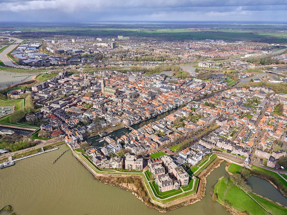 Nederland, Zuid-Holland, Gorinchem,25-02-2020; vestingstad gelegen aan Linge en Boven-Merwede.<br /> Fortified city located at river Upper Merwede (continuation river Rhine). Monding van de Linge.<br /> luchtfoto (toeslag op standard tarieven);<br /> aerial photo (additional fee required)<br /> copyright © 2020 foto/photo Siebe Swart