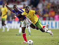 Fotball<br /> VM 2006<br /> Foto: Dppi/Digitalsport<br /> NORWAY ONLY<br /> <br /> FOOTBALL - WORLD CUP 2006 - STAGE 1 - GROUP G - TOGO v FRANKRIKE - 23/06/2006<br /> <br /> MOHAMED KADER (TOG) / CLAUDE MAKELELE (FRA)