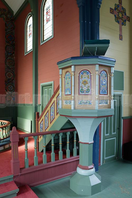 Preikestol sett fra skrå foran. Preikestolen fotografert i Indre Herøy Kirke.