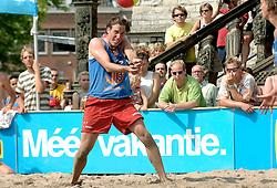 18-06-2006 VOLLEYBAL: CITY BEACH TOUR: GOUDA<br /> De finales van de City Beach! Tour stond dit weekend op de markt van Gouda / Roland Rademaker<br /> ©2006-WWW.FOTOHOOGENDOORN.NL