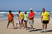 Boule / Boccia Spieler am  Strand, Netanya, Israel.|.Bowles player on beach, Netanya, Israel