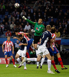 12.05.2010, Hamburg Arena, Hamburg, GER, UEFA Europa League Finale, Atletico Madrid vs Fulham FC, im Bild Action picture involving  Fulham's Mark Schwarzer, EXPA Pictures © 2010, PhotoCredit: EXPA/ IPS/ Marcello Pozzetti / SPORTIDA PHOTO AGENCY