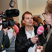 NLD/Amsterdam/20110314 - Presentatie nieuwe Helden en 14 jarig bestaan Johan Cruijff Foundation, Jan Mulder word geinterviewd door Pownieuws