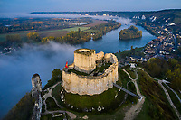 France, Eure (27), Les Andelys, Château Gaillard, forteresse du XIIe siècle construite par Richard Coeur de Lion au-dessus d'une boucle de la Seine (vue aérienne) // France, Eure (27), Les Andelys, Château Gaillard, 12th century fortress built by Richard Coeur de Lion above a loop of the Seine (aerial view)