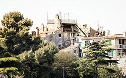 THEMENBILD - Porec ist eine Stadt an der Westkueste von der kroatischen Halbinsel Istrien, im Bild Gebaeude in Porec. Aufgenommen am 12. April 2017 // Porec is a town on the western coast of the Croatian peninsula Istria, This picture shows buildings, Porec, Croatia on 2017/04/12. EXPA Pictures © 2017, PhotoCredit: EXPA/ Sebastian Pucher