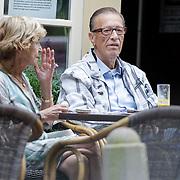NLD/Laren/201200703 - John de Mol Sr. en partner Hanny gnietend op een terras