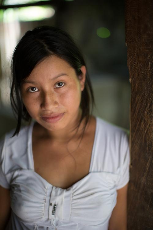 Portrait of an indigenous woman, Irma, 19, de El Chilar, Copán, Honduras