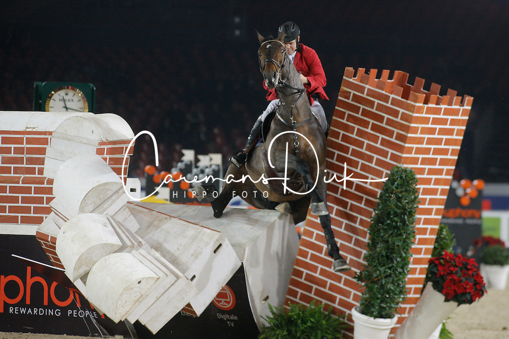 De Grande Jean-Christophe (BEL) - Sacha van Pottelberg, 2nd in the Puissance<br /> Jumping Mechelen 2010<br /> © Dirk Caremans