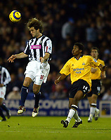 Fotball<br /> Premier League England 2004/2005<br /> Foto: BPI/Digitalsport<br /> NORWAY ONLY<br /> <br /> 03.01.2005<br /> West Bromwich Albion v Newcastle United<br /> <br /> Andy Johnson of WBA wins the header watched by Charles Nzogbia