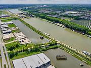 Nederland, Utrecht, Nieuwegein; 14–05-2020; Lekkanaal en Schalkwijkse Wetering. In de achtergrond de Beatrixsluis met de nieuwe derde sluiskolk. Het Lekkanaal is verbreed, monumentale objecten van de Nieuw Hollandse Waterlinie (NHW) zijn (deels) verplaatst en zichtbaar gemaakt.<br /> Lek channel and Schalkwijkse Wetering. The Lek Canal has been widened, monumental objects of the New Holland Water Line (NHW) have been (partly) moved and made visible.<br /> <br /> luchtfoto (toeslag op standaard tarieven);<br /> aerial photo (additional fee required)<br /> copyright © 2020 foto/photo Siebe Swart