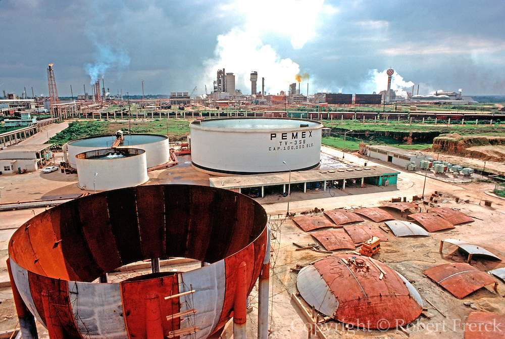 MEXICO, INDUSTRY Petrochemical tanks in Minatitlan