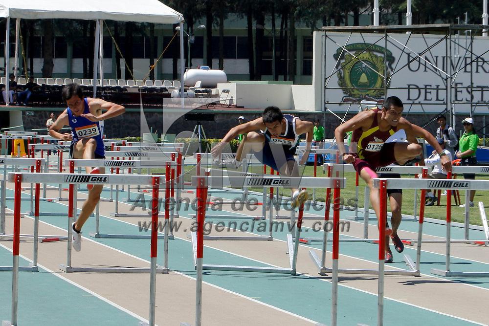 TOLUCA, México.- En el segundo día de actividades de la Universiada Nacional 2011 las  competencias que destacarón son  las de 20 Km. Caminata femenil y varonil, 400 metros femenil y varonil,  100 mts. con vallas varonil y femenil, salto de longitud femenil y varonil. Agencia MVT / Crisanta Espinosa. (DIGITAL)