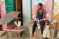 Madagascar. Fianarantsoa. Scene de rue dans la vieille ville. // Madagascar. Fianarantsoa. Street life on the old city.