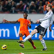 NLD/Amsterdam/20121114 - Vriendschappelijk duel Nederland - Duitsland, Eljero Elia in duel met Per Mertesacker