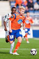 Fotball, <br /> 25.04.2011 , <br /> Tippeligaen  ,<br /> Eliteserien ,<br /> Aalesund FK - Sogndal ,<br /> Color line stadion ,  <br /> Fredrik carlsen - aalesund<br /> Ayhee Elvis - sogndal<br /> Foto: Richard brevik , Digitalsport